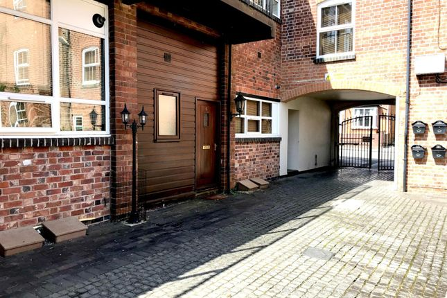 Thumbnail Flat to rent in Crescent House, Mount Pleasant, Redditch