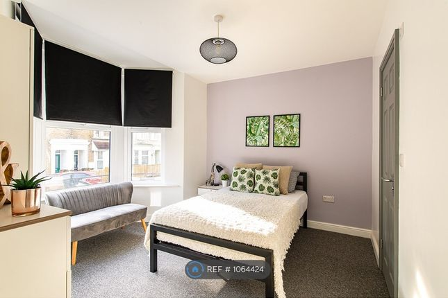 Thumbnail Room to rent in Weston Road, Rochester