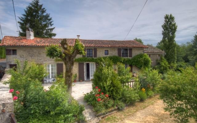 4 bed farmhouse for sale in Chef Boutonne, Deux-Sèvres, 79110, France