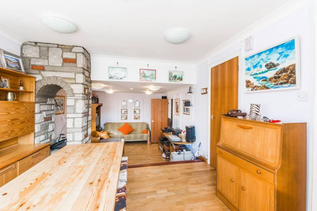 Thumbnail Bungalow for sale in Colney Hatch Lane, Muswell Hill