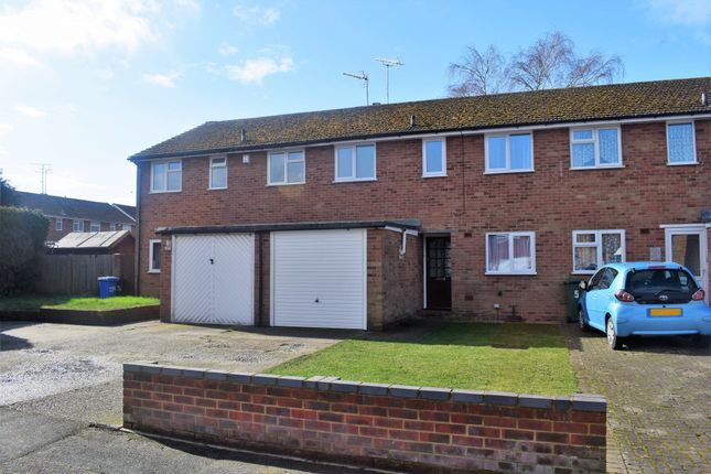 Thumbnail Terraced house for sale in Lyndhurst Avenue, Blackwater, Camberley