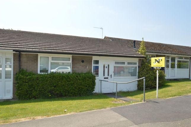 Thumbnail Bungalow to rent in Rose Avenue, Hazlemere, High Wycombe