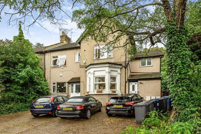 2 bed flat for sale in Holden Road, London N12