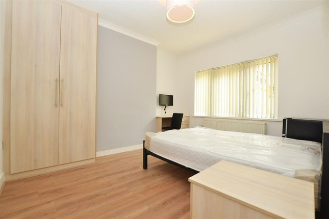 Room to rent in Taunton Avenue, Hounslow