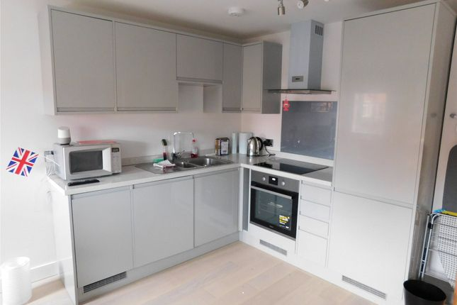 Thumbnail Flat to rent in High Street, Alton, Hampshire
