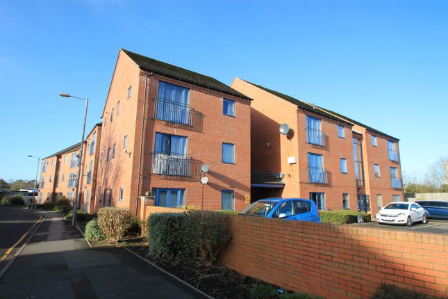 Thumbnail Flat to rent in Clive Road, Redditch