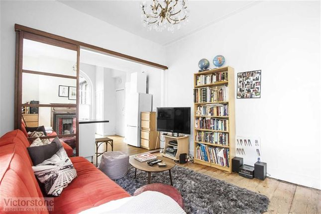 Thumbnail Flat to rent in Highbury Place, Highbury, London