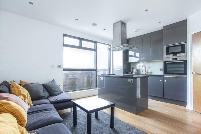 2 bed flat to rent in Boleyn Road, London N16