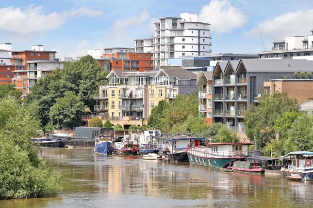 Thumbnail Houseboat for sale in The Hollows, Brentford