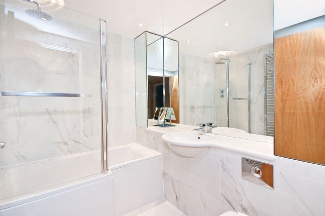 2 bed flat for sale in Graham Street, London N1