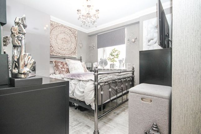 1 bed flat for sale in Station Parade, South Street, Romford RM1