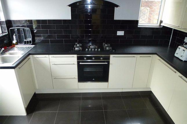 Thumbnail Semi-detached house to rent in Vesper Road, Leeds