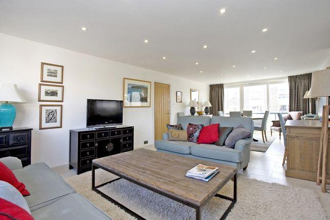 Thumbnail Flat to rent in Queens Court, Queens Road, Cheltenham