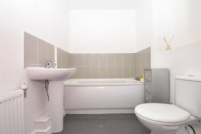Family Bathroom of Darwin Avenue, The Bridge, Dartford, Kent DA1