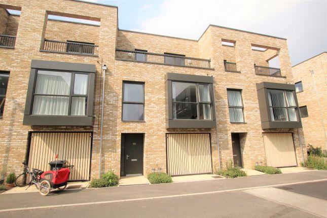 Thumbnail Town house to rent in Fowler Avenue, Trumpington, Cambridge