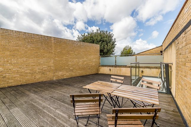 Thumbnail Flat for sale in Clemence Street, London