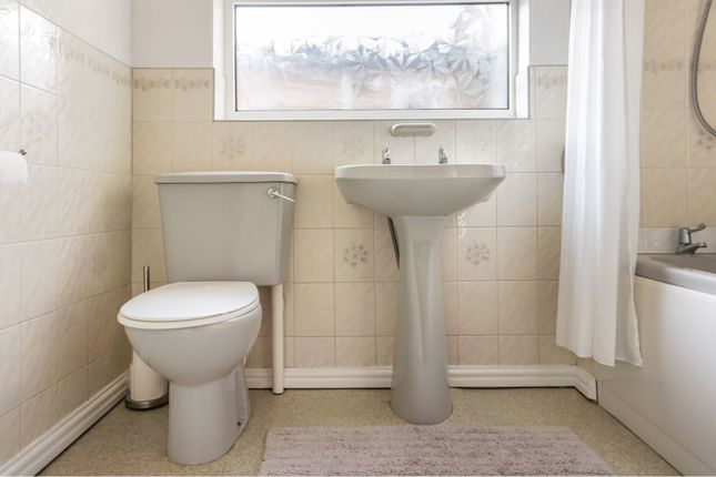 Bathroom of Stanley Street, Grimsby DN32