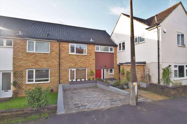 3 bed property to rent in Salesbury Drive, Billericay CM11