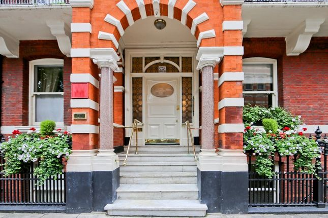 Thumbnail Flat for sale in Ashley Gardens, Ambrosden Avenue, Westminster, Greater London
