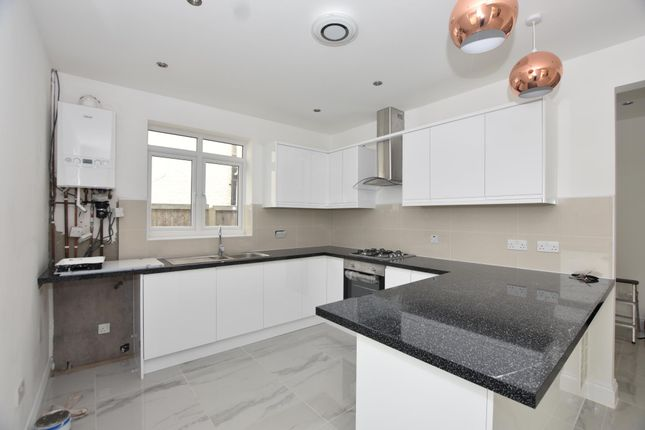 Thumbnail Bungalow to rent in Park Road, Clacton-On-Sea