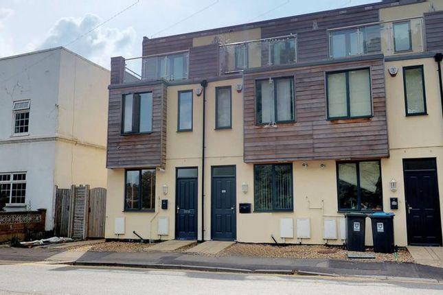 Thumbnail Terraced house to rent in K D, Cotterells, Hemel Hempstead