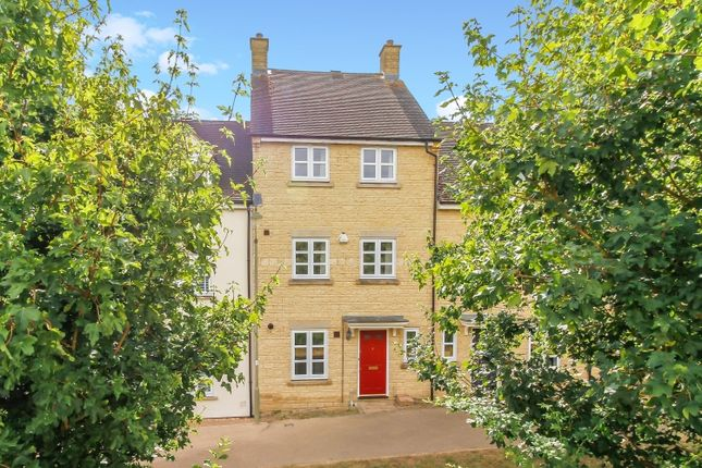 Thumbnail Town house to rent in Larkspur Grove, Witney