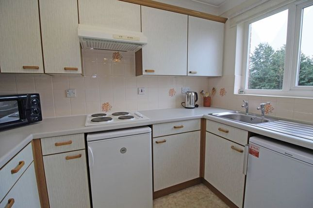 Kitchen of Ross Court, Rugby CV21