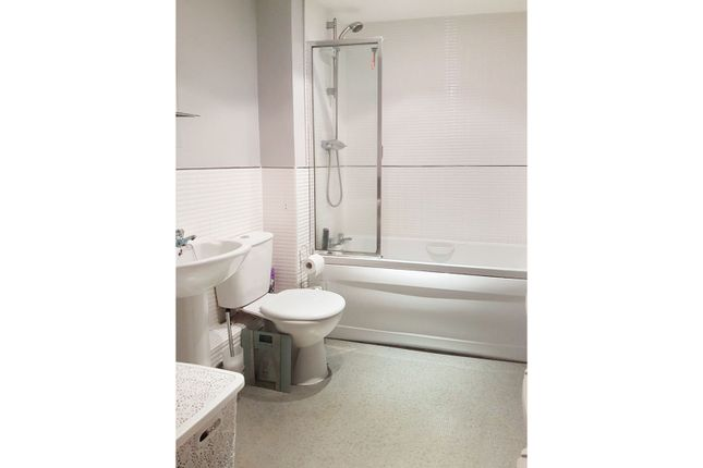 Bathroom of Lucas Close, Crawley RH10
