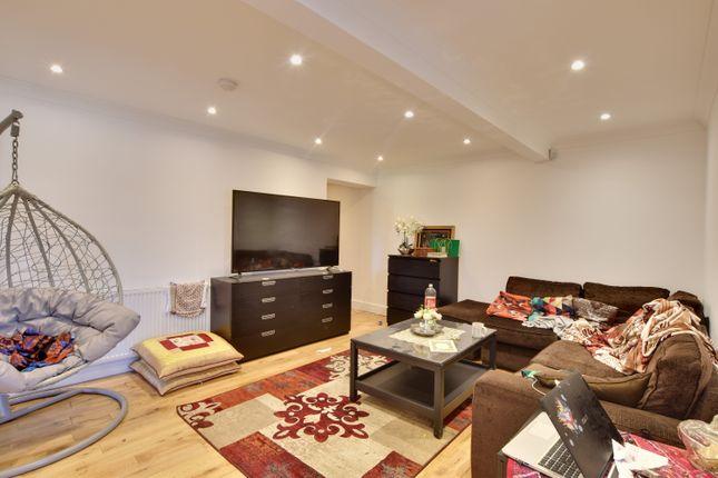 Thumbnail Flat to rent in Kingcup Farm, Willets Lane, Denham
