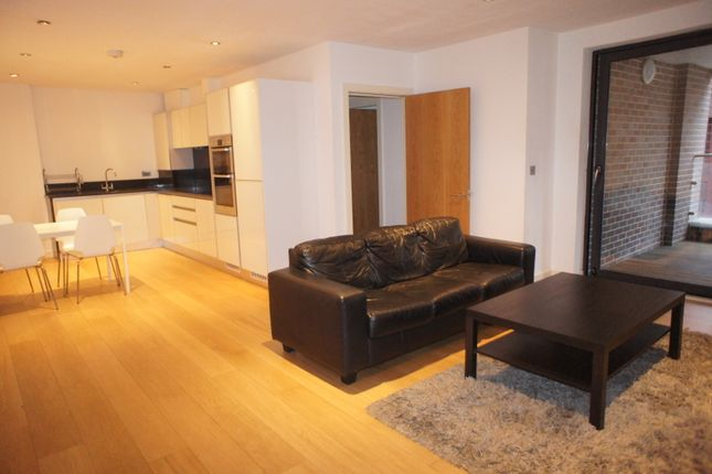 4 bed flat to rent in Alie Street, London