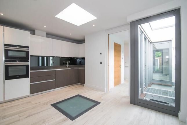 Thumbnail Property for sale in Evelyn Road, London