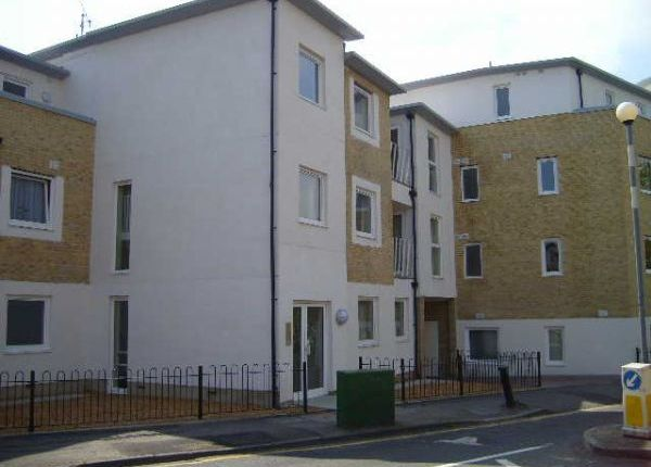 Thumbnail Flat to rent in Oakhill Road, Sutton