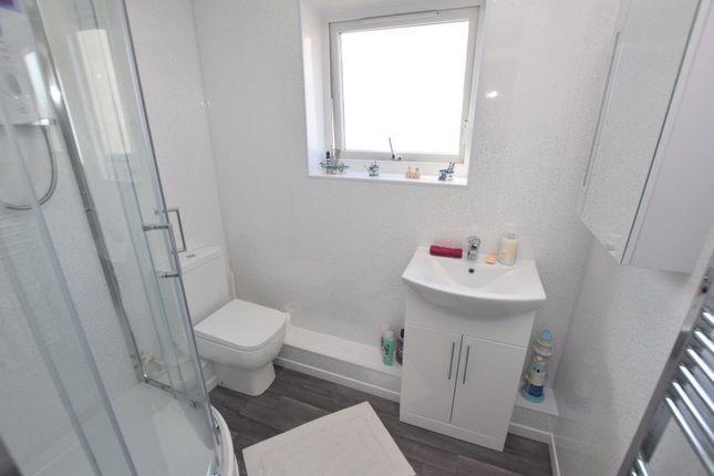 Shower Room of Pebble Court, Paignton, Devon TQ4