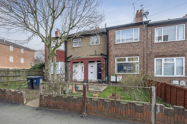 Maisonette to rent in Long Drive, Greenford