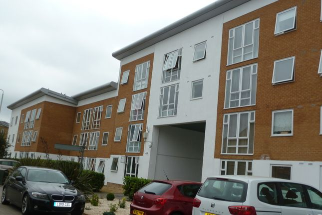 1 bed flat to rent in Fishguard Road, London