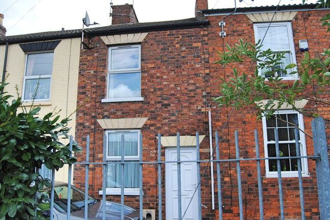 Thumbnail Terraced house to rent in Queen Street, Grantham