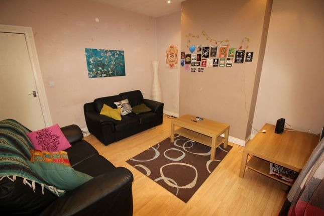 Thumbnail Property to rent in Welton Place, Hyde Park, Leeds