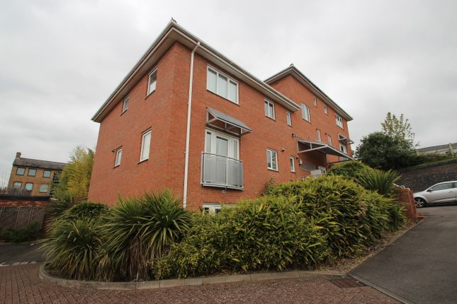 Thumbnail Flat to rent in Queens Road, High Wycombe