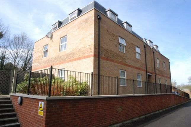 2 bed flat to rent in Summer Crossing, Thames Ditton
