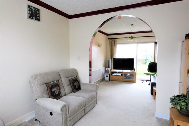 Through Lounge of Pauline Avenue, Belgrave, Leicester LE4
