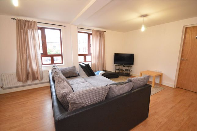 Picture No. 04 of Apartment 11, Read, Woodlands Village, Wakefield, West Yorkshire WF1
