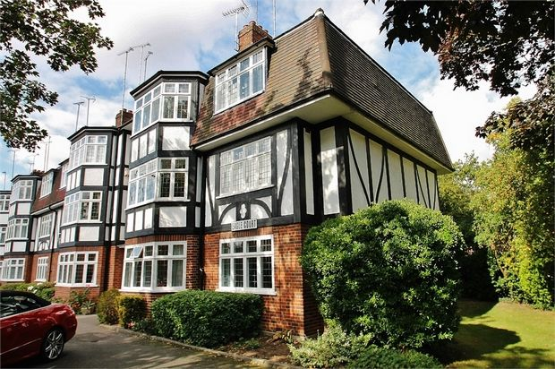 2 bed flat for sale in Hermon Hill, London