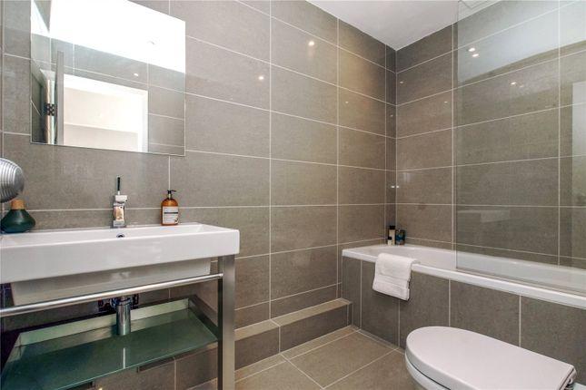 Bathroom of Seven Dials Court, 3 Shorts Gardens, London WC2H