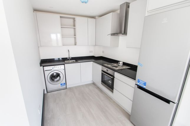 Thumbnail Flat to rent in Molesey Road, West Molesey