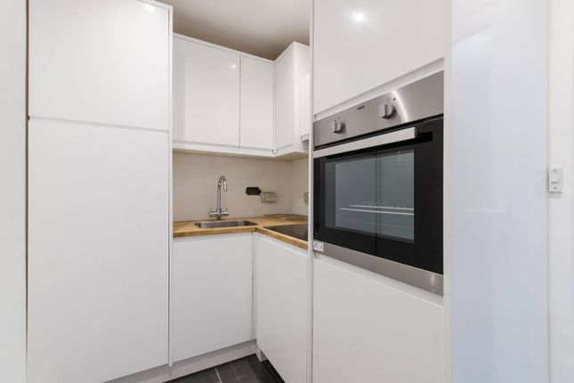 2 bed flat to rent in Trevelyan Road, Tooting