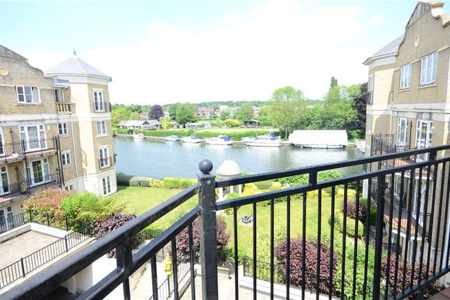 Thumbnail Flat for sale in Regents Riverside, Brigham Road, Reading