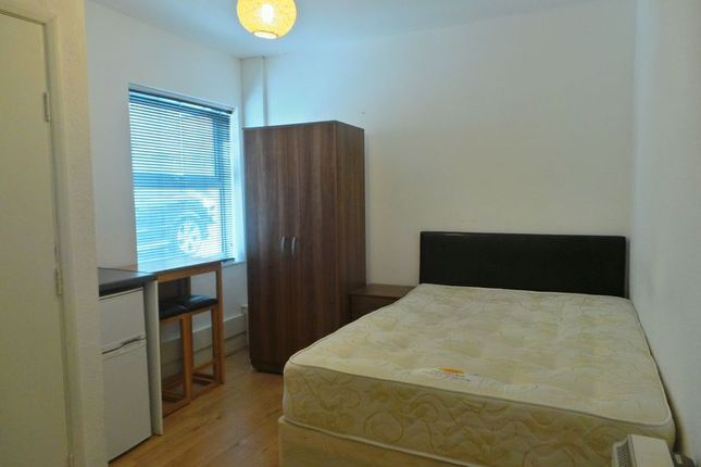 Thumbnail Room to rent in Holbrook Avenue, Rugby