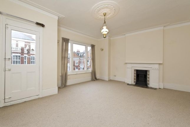 3 bed maisonette to rent in Perrymead Street, Fulham, London