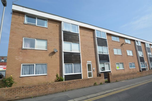 2 bed flat to rent in Clarence Court, Blackpool FY4
