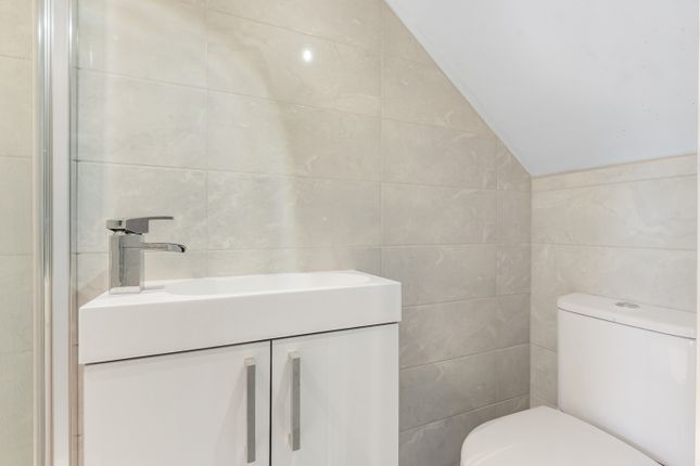 En Suite of Shirley Avenue, Bexley DA5